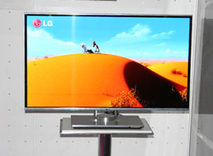 LG OLED (AMOLED) TV shows updated 2011 models in 3D in 31